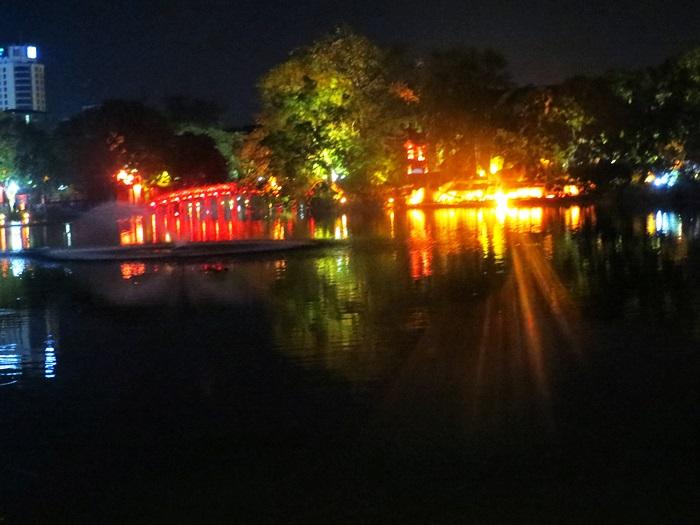 ホアンキエム湖