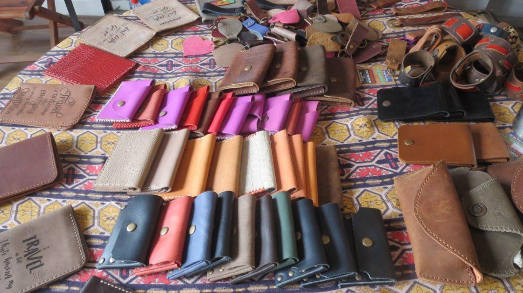 ハン川沿いの革製品屋さん