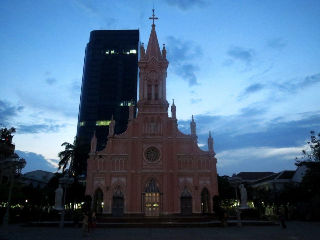 夜のダナン大聖堂