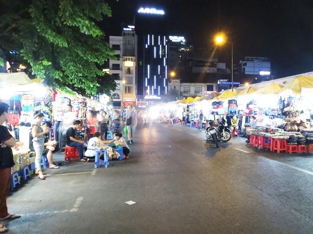 ベンタイン市場前のナイトマーケット