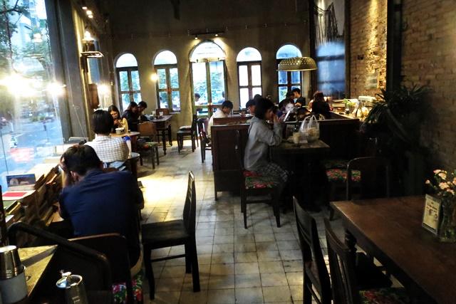 コンカフェ、ホーチミン
